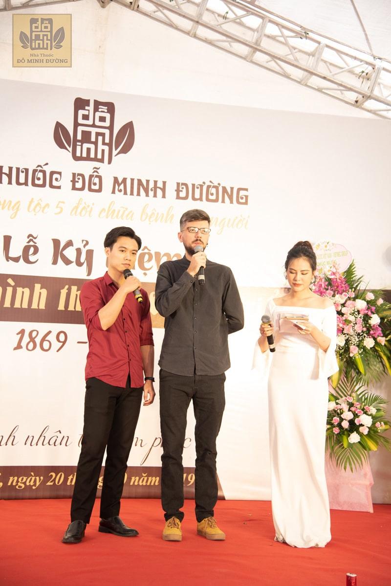 Anh Alex, nhiếp ảnh gia đã từng sống tại Hà Nội 3 năm, người từng chữa khỏi vôi hóa cột sống tại Đỗ Minh Đường