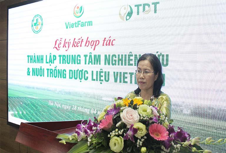 Bác sĩ Vân Anh phát biểu trong buổi lễ