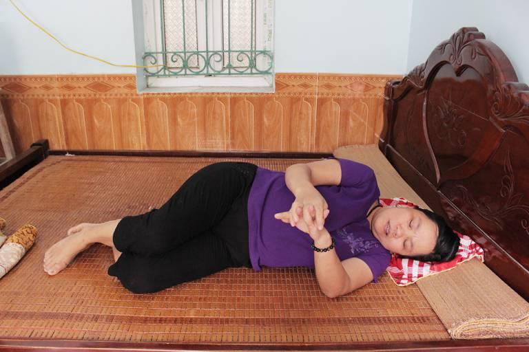 Cô Trần Thị Hằng bị bệnh viêm đa khớp dạng thấp hành hạ gần 15 năm ròng rã