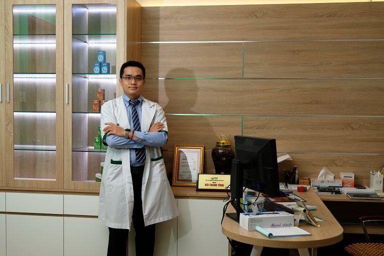 Bác sĩ Tùng tinh thông y thuật cả Đông và Tây y