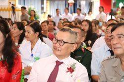 Nghệ sĩ ưu tú Trần Đức tại buổi lễ khai trương CTCP Bệnh viện Quân dân 102