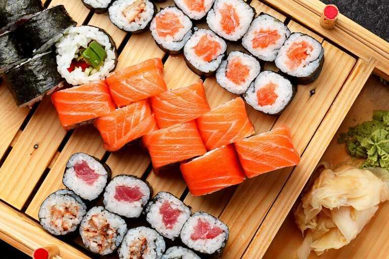 Đồ ăn tái sống nhiễm khuẩn đường tiêu hóa gây ra viêm loét dạ dày
