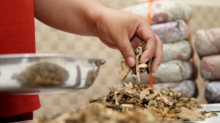 Ưu điểm của bài thuốc Đông y là sử dụng các thảo dược lành tính, không gây tác dụng phụ