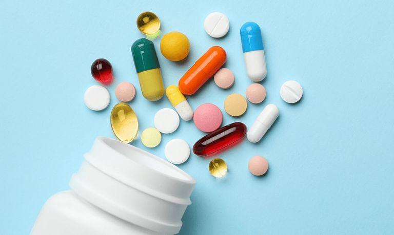 Uống thuốc Tây giúp giảm các cơn đau nhức, viêm nhiễm nhanh chóng