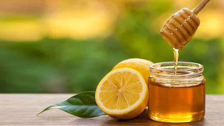 Người bệnh có thể uống bột nghệ và mật ong điều trị bệnh