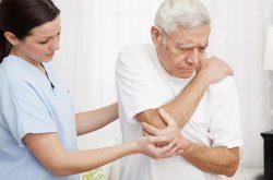 Đau nhức xương khớp có thể xảy ra bởi sự thiếu hụt chất dinh dưỡng trong cơ thể