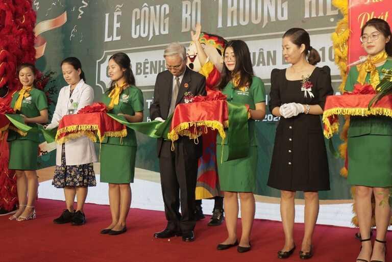 Trang tin Y Dược phối hợp đưa tin lễ ra mắt Bệnh viện Quân dân 102