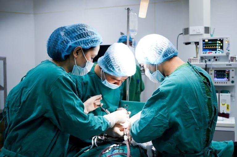 Phẫu thuật cắt bỏ trực tràng chữa bệnh đại tràng