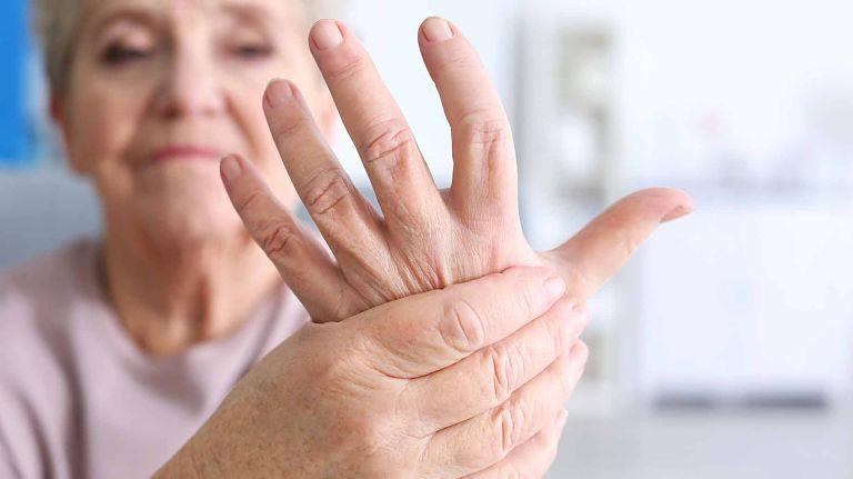 Bệnh viêm khớp dạng thấp xảy ra do sự rối loạn tự miễn trong cơ thể