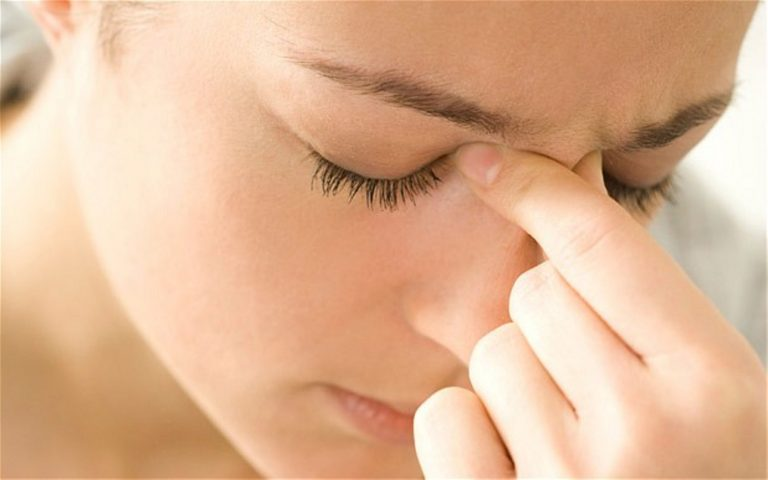 Đau nhức giữa hai mắt là dấu hiệu cảnh báo tình trạng viêm nhiễm các xoang