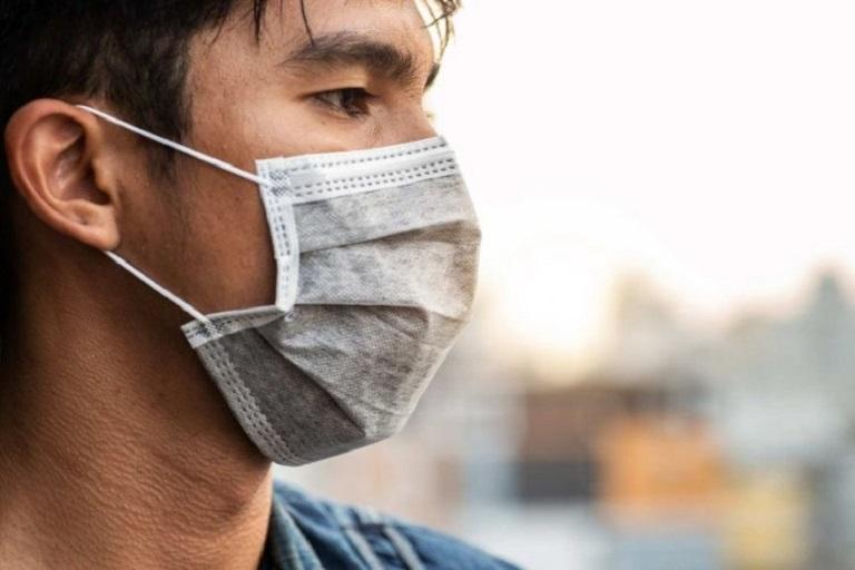 Đeo khẩu trang có tác dụng ngăn ngừa các vi khuẩn xâm nhập vào mũi