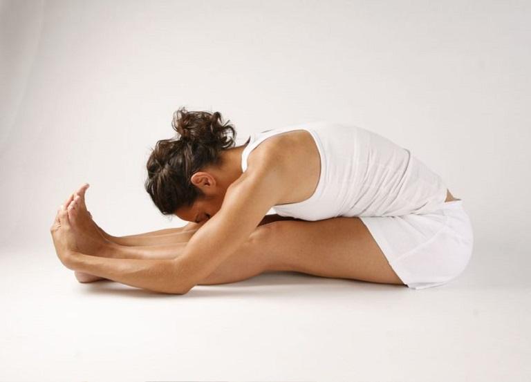 Tư thế gập bụng có tác dụng trị trào ngược dạ dày cho người bệnh