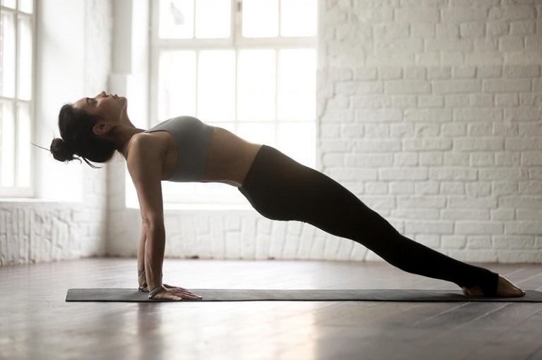 Tư thế yoga ván ngược đòi hỏi độ khó cao