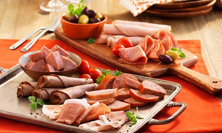 Đồ ăn nhanh là thực phẩm tối kỵ người đau dạ dày nên tránh để giúp bệnh tiến triển nhanh chóng